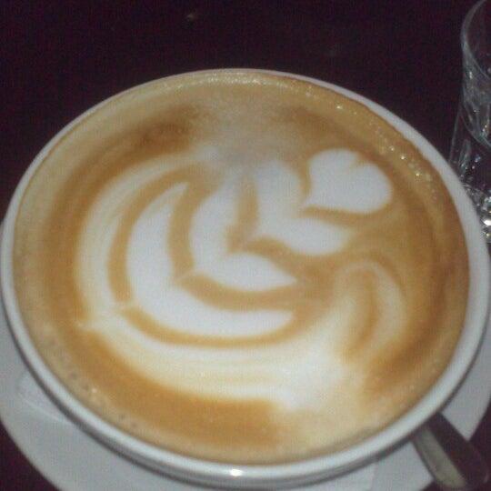 Das Foto wurde bei Adriano's Bar & Café von Engelchen m. am 3/27/2013 aufgenommen
