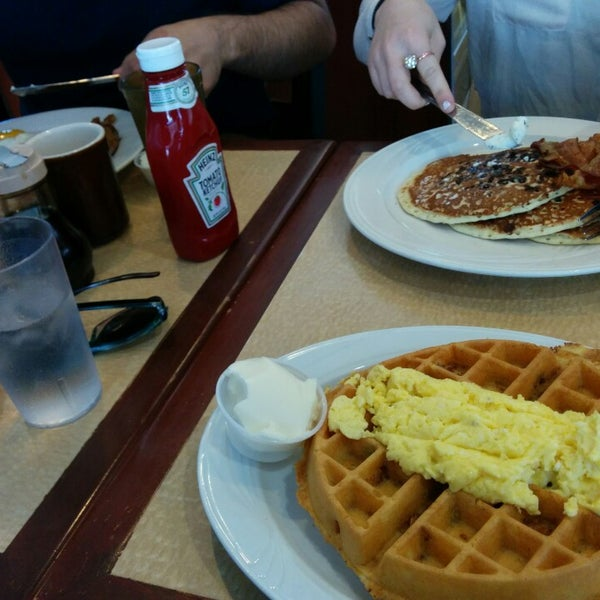 Photo taken at Bull's Head Diner by Lorenzo S. on 5/25/2014