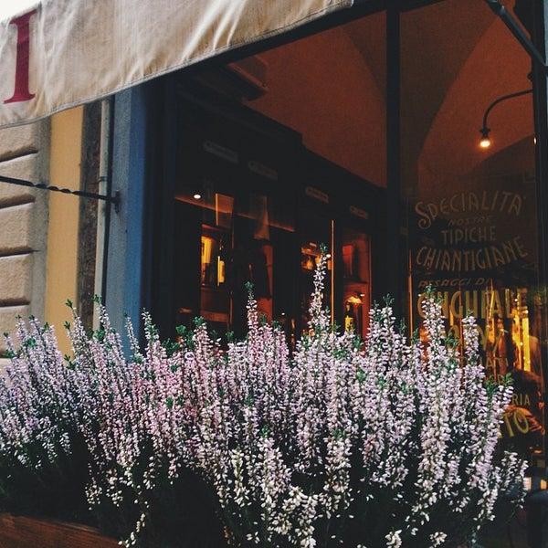 Foto tomada en Pizzeria O' Vesuvio Napoletana Forno Legna por Ann G. el 10/30/2014