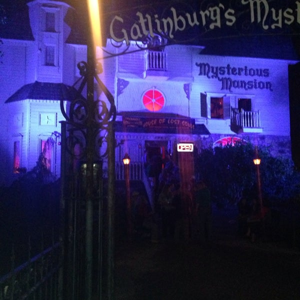 Foto diambil di Mysterious Mansion oleh Candice M. pada 10/6/2013