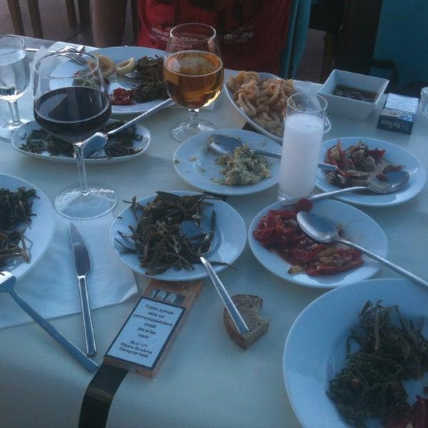 9/21/2013 tarihinde Kemal M.ziyaretçi tarafından Yengeç Restaurant'de çekilen fotoğraf