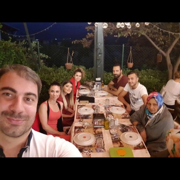 7/21/2017 tarihinde Deniz Ç.ziyaretçi tarafından Köyüm Bahçe Restaurant'de çekilen fotoğraf