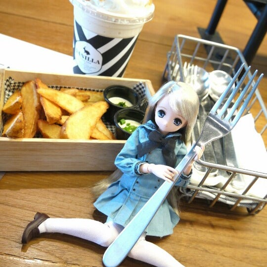 Photo taken at Vanilla Crepe Cafe by Remina リ. on 2/4/2013