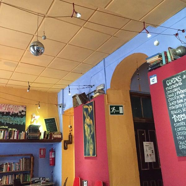 2/21/2015 tarihinde Mazzantiniziyaretçi tarafından Café con Libros'de çekilen fotoğraf
