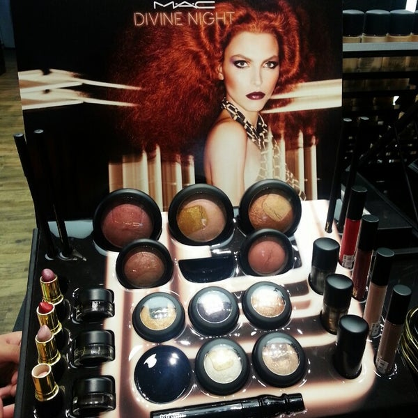 Photo taken at MAC Cosmetics by NAQSZADA on 11/3/2013