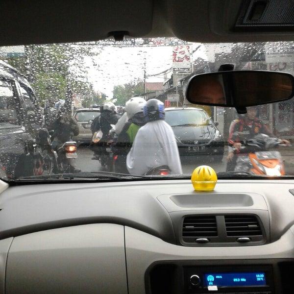 Photo taken at Jalan padasuka by Baskhara A. on 7/21/2013