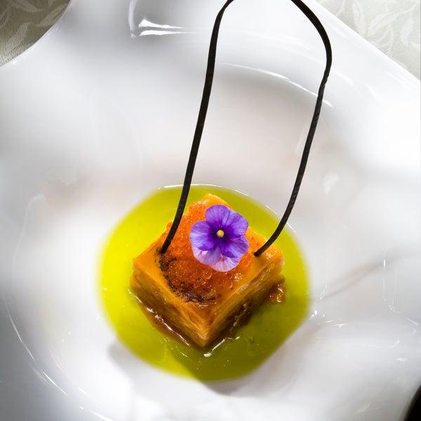 La mejor comida de Granada, el ambiente maravilloso, y el trato perfecto. El librito de mango me encantó.