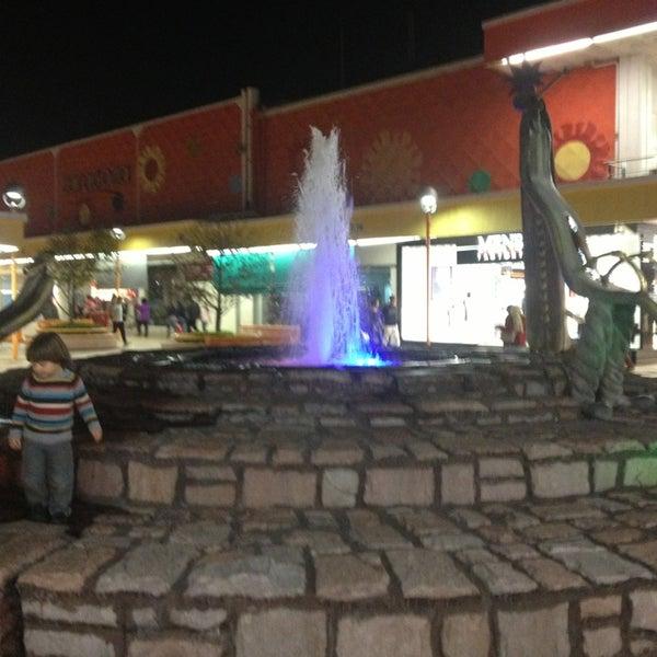 Foto tomada en Plaza del Sol por Abril el 2/21/2013