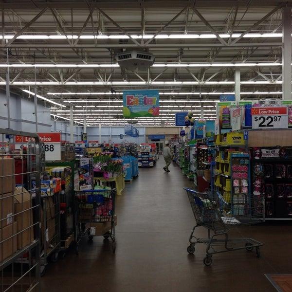 Снимок сделан в Walmart Supercenter пользователем Tina J. 4/13/2014
