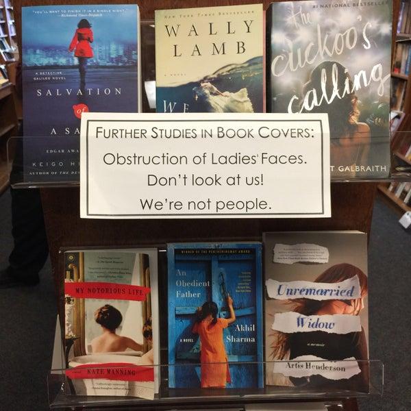 Foto tirada no(a) Politics & Prose Bookstore por Anna J. em 3/21/2015