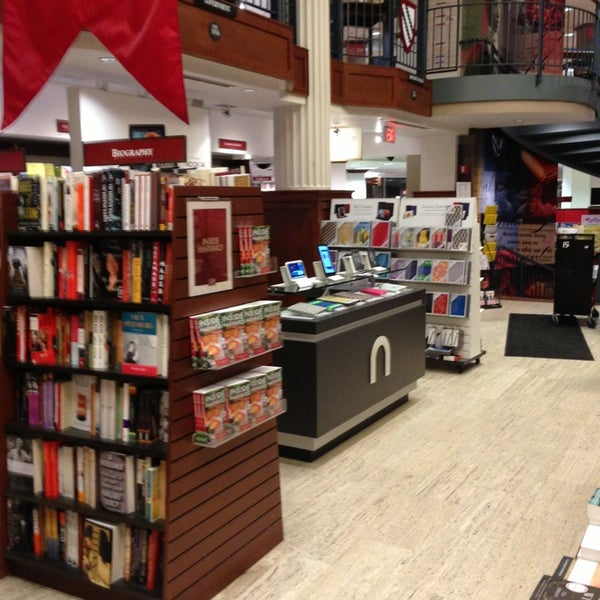 Photo taken at Harvard Coop Society Bookstore by Anthony on 2/5/2013