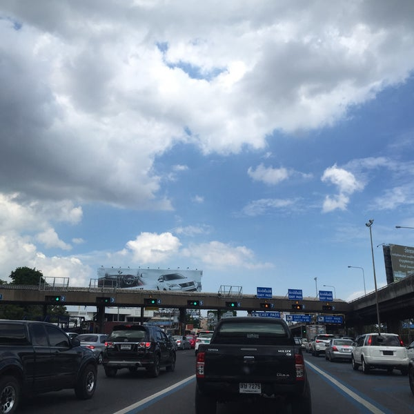 Photo taken at Dao Khanong Toll Plaza by Khae D. on 6/9/2016