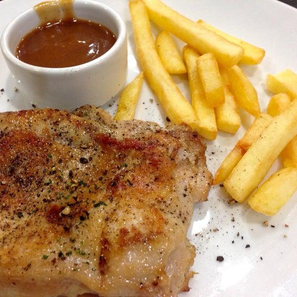 Photo taken at Santa Fé Steak by Khae D. on 10/11/2014