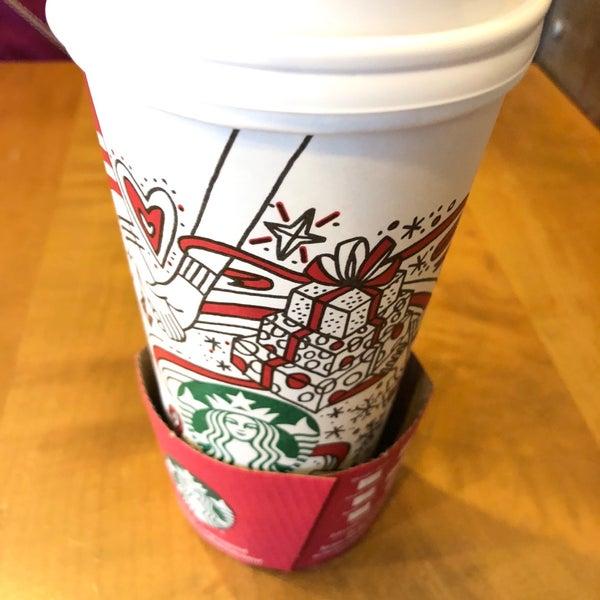 รูปภาพถ่ายที่ Starbucks โดย Kevin S. เมื่อ 11/23/2017