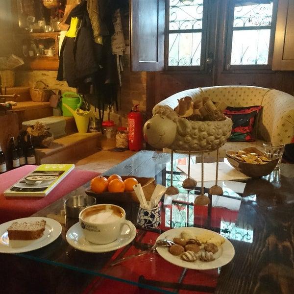 12/29/2017 tarihinde Zeynep Y.ziyaretçi tarafından Üzüm Cafe'de çekilen fotoğraf