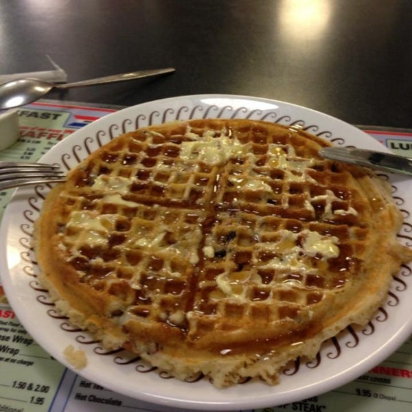 Photo taken at Waffle House by benny s. on 6/11/2013