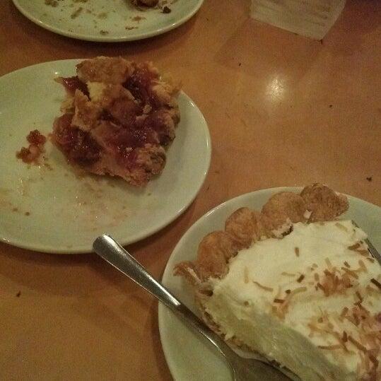 4/4/2013 tarihinde Jacob S.ziyaretçi tarafından Random Order Pie Bar'de çekilen fotoğraf