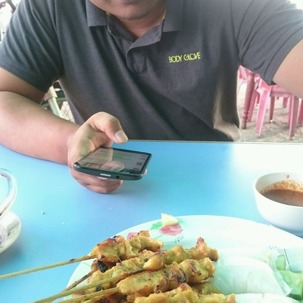 Photo taken at Satay Hut by Amirul A. on 9/17/2016