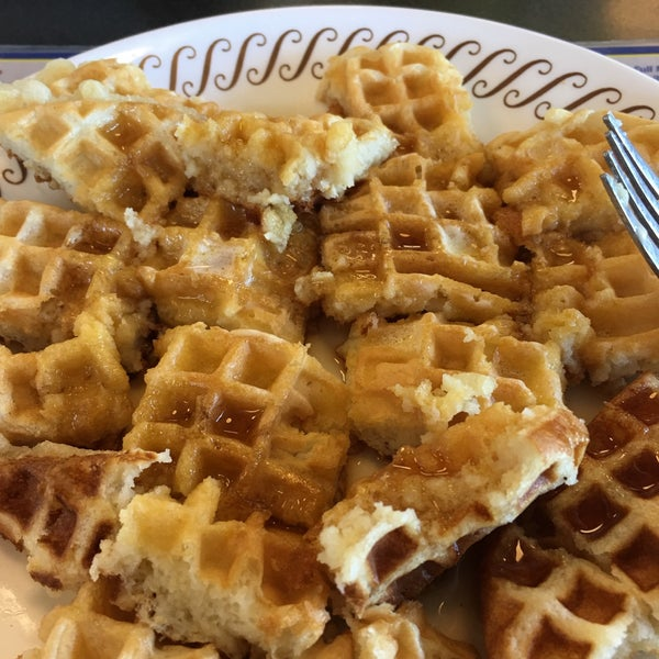 Photo taken at Waffle House by Lindsey E. on 6/22/2017