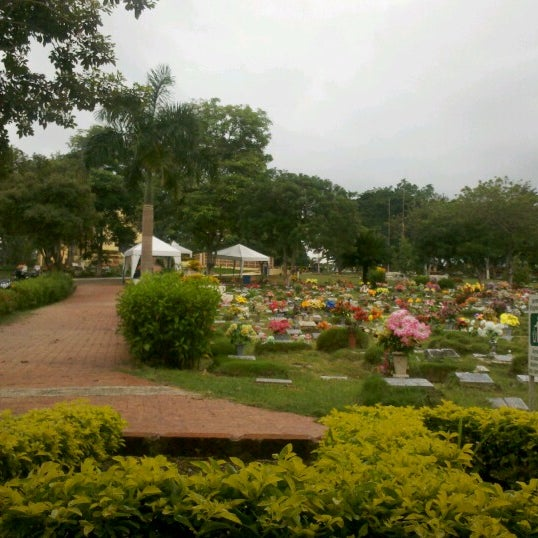 Cementerio jardines de paz los olivos turbaco bol var for Horario cementerio jardines de paz