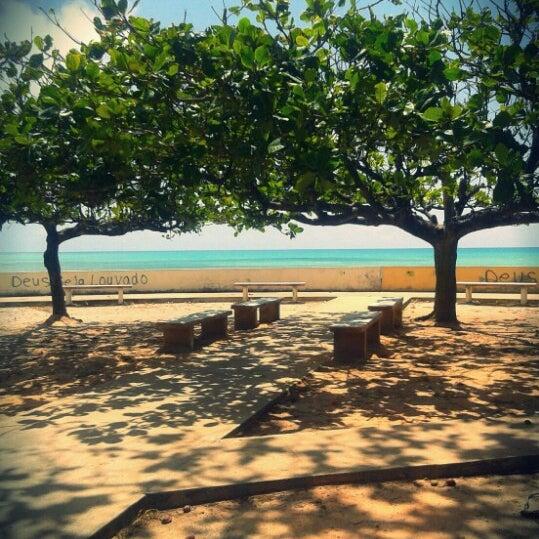 Foto tirada no(a) Praia Mirante da Sereia por Rafaela L. em 2/4/2013