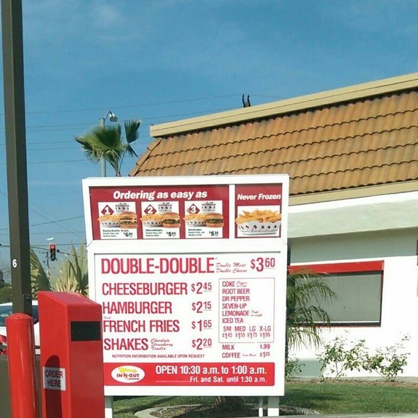 Photo taken at In-N-Out Burger by Peenk Curgy T. on 2/3/2015