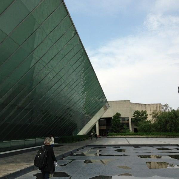 Foto tomada en MUAC (Museo Universitario de Arte Contemporáneo). por Inti A. el 7/19/2013