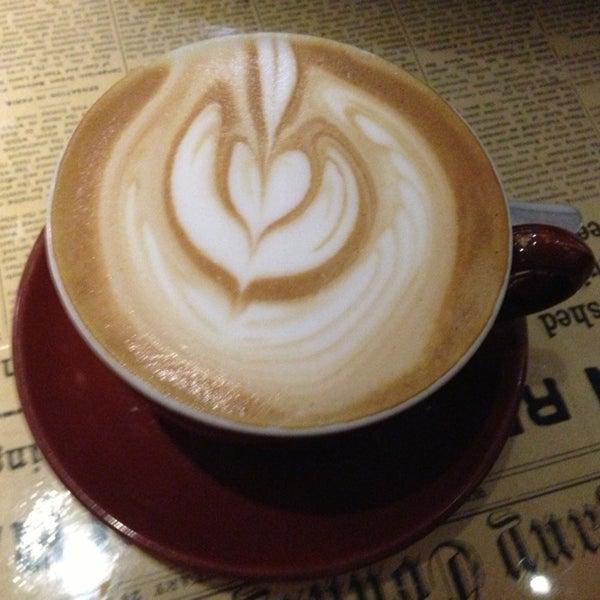 6/11/2013 tarihinde Leon S.ziyaretçi tarafından Thinking Cup'de çekilen fotoğraf