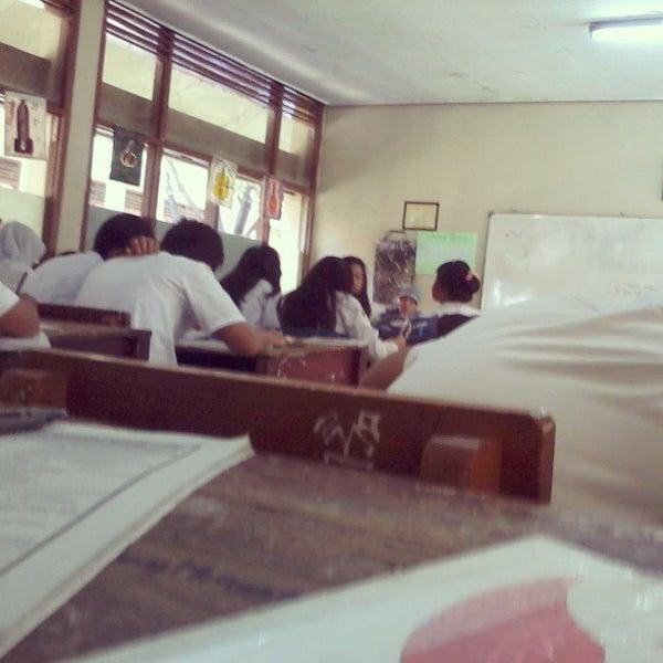 Foto diambil di SMA Negeri 25 Bandung oleh Maugi A. pada 5/1/2013