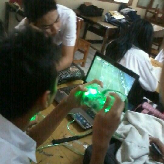 Foto diambil di SMA Negeri 25 Bandung oleh Maugi A. pada 10/24/2012