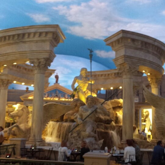 Photo taken at Caesars Palace Hotel & Casino by Robin W. on 10/19/2013