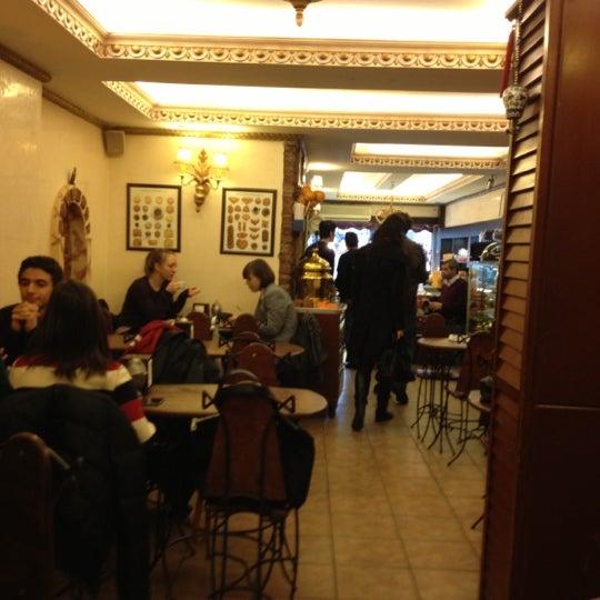 Photo prise au Çiğdem Pastanesi par Saul S. le12/16/2012