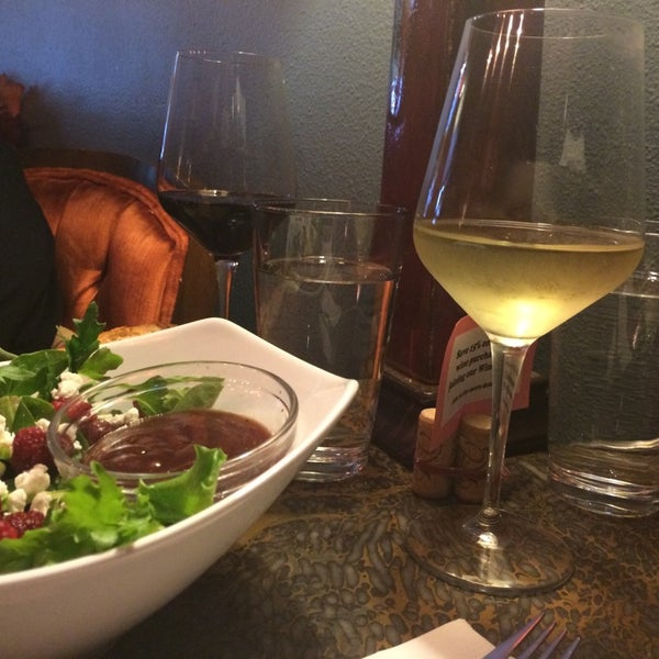 Photo taken at Urban Decanter by Tammy S. on 9/18/2014