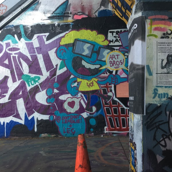 Photo taken at Krog Street Tunnel by Lenny D. on 9/25/2017
