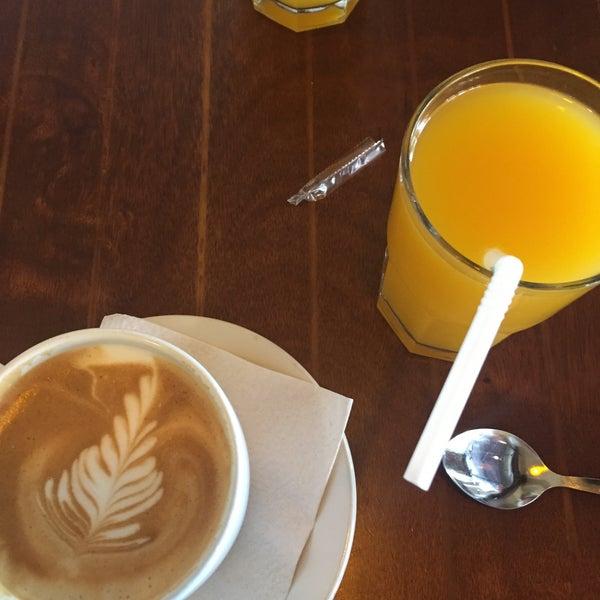 Foto tomada en Rico's Café Zona Dorada por Luis P. el 4/6/2016