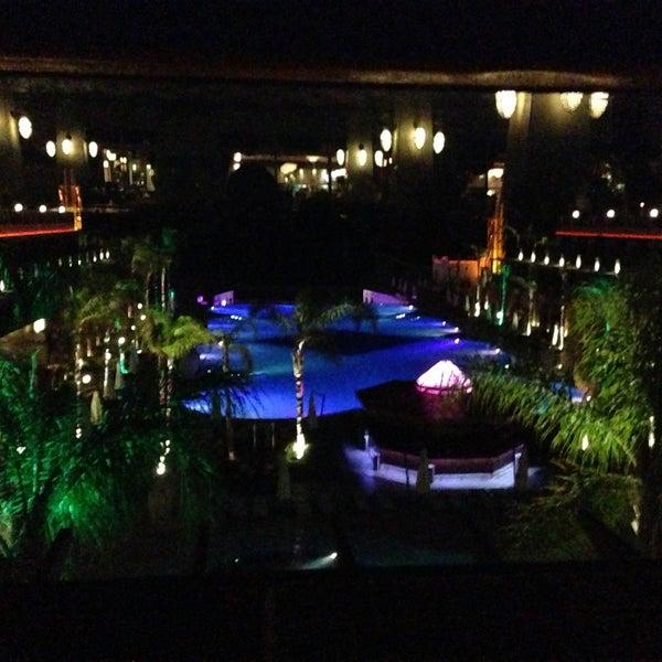 Foto scattata a Cratos Premium Hotel & Casino da Huseyin Y. il 4/24/2013