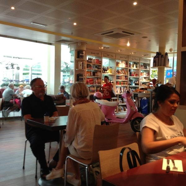 Photo taken at Carluccio's by Markus L. on 7/23/2013