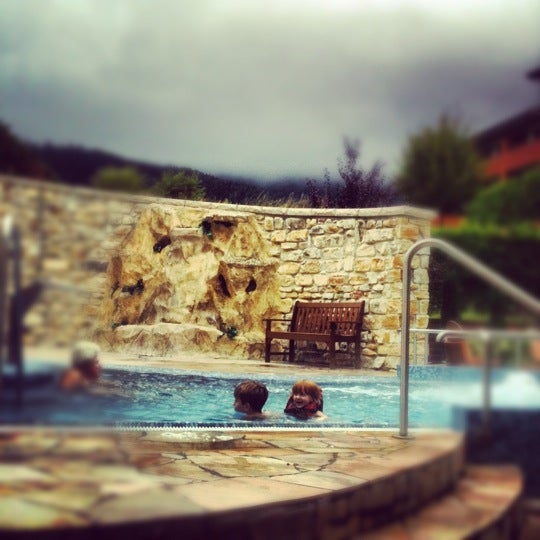 Photo taken at Edelweiss Lodge and Resort by Kacey S. on 11/25/2012