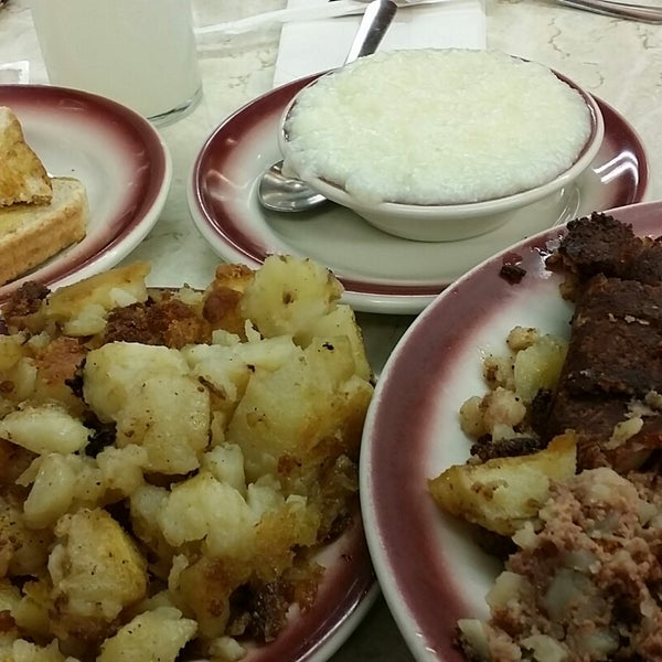 Photo taken at Tastee Diner by G G. on 11/23/2014