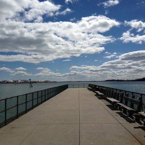 3/25/2013 tarihinde Susan H.ziyaretçi tarafından Castle Island'de çekilen fotoğraf