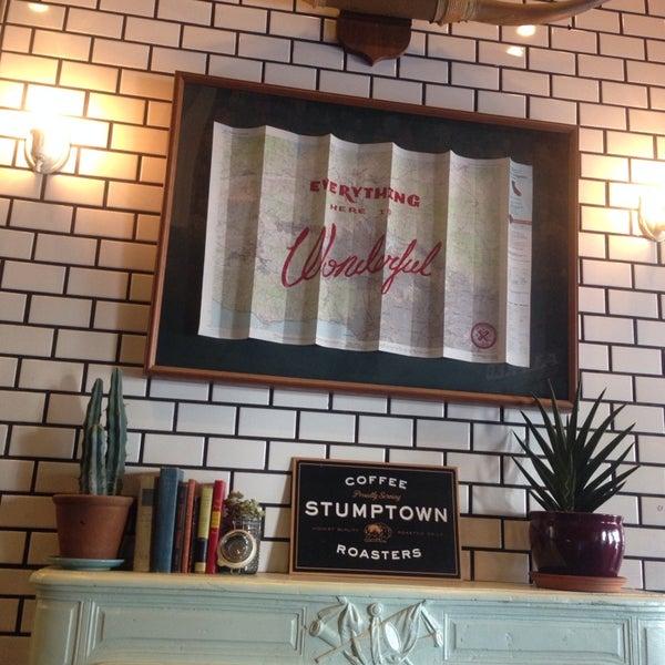 Photo prise au Alfred Coffee & Kitchen par Christian S. le9/18/2014