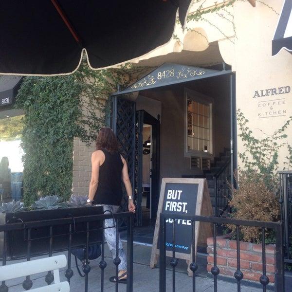 Photo prise au Alfred Coffee & Kitchen par Christian S. le10/2/2014