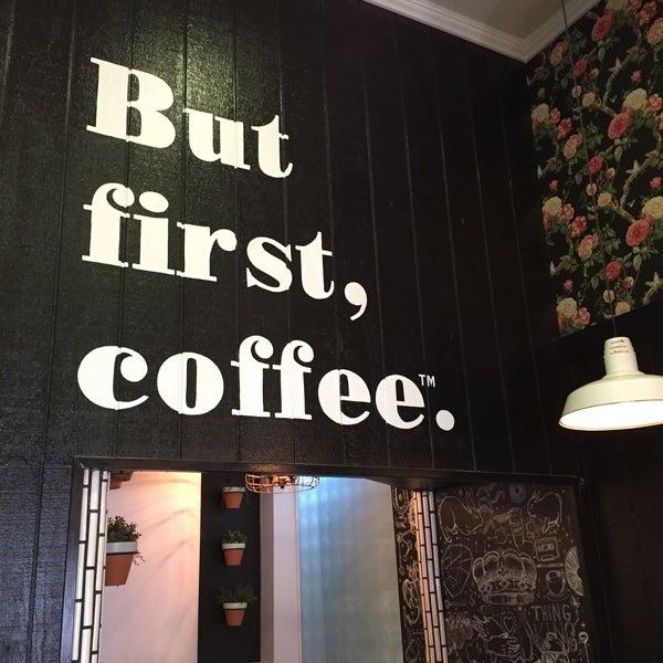 Photo prise au Alfred Coffee & Kitchen par gmcov le7/25/2015