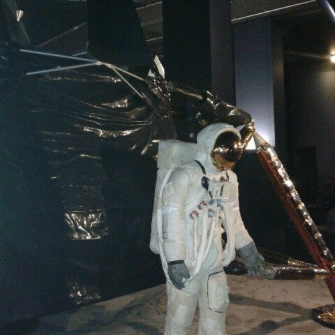 Photo taken at Science Museum by Samanta T. on 3/25/2013