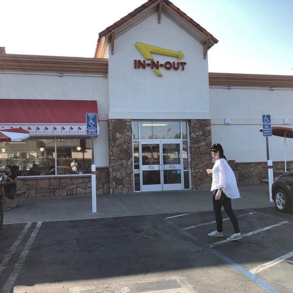 Снимок сделан в In-N-Out Burger пользователем Brian D. 9/1/2018