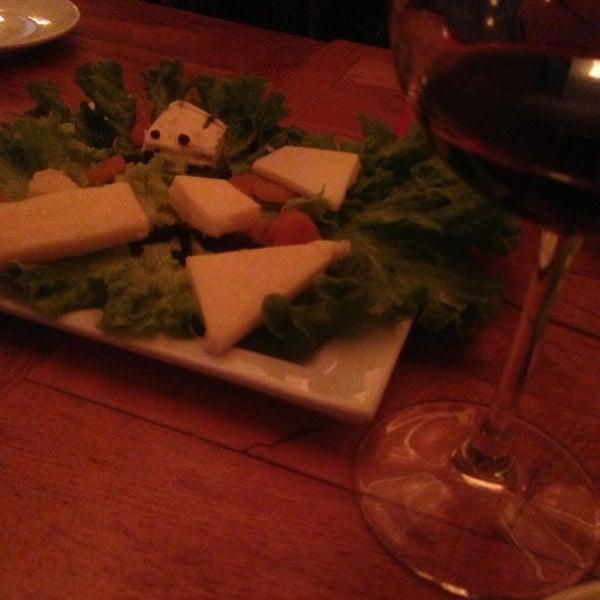 3/15/2013 tarihinde Halime Yaseminziyaretçi tarafından Uno Restaurant'de çekilen fotoğraf