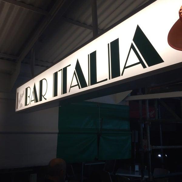 Photo taken at Bar Italia by Ozgenre on 9/24/2016