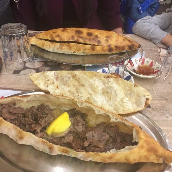 Das Foto wurde bei Zigana Pide von Bengü Ç. am 4/23/2017 aufgenommen