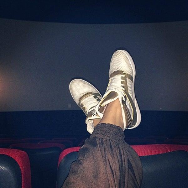 Photo prise au Кинотеатр «Маяк» par Eugenia U. le6/29/2014
