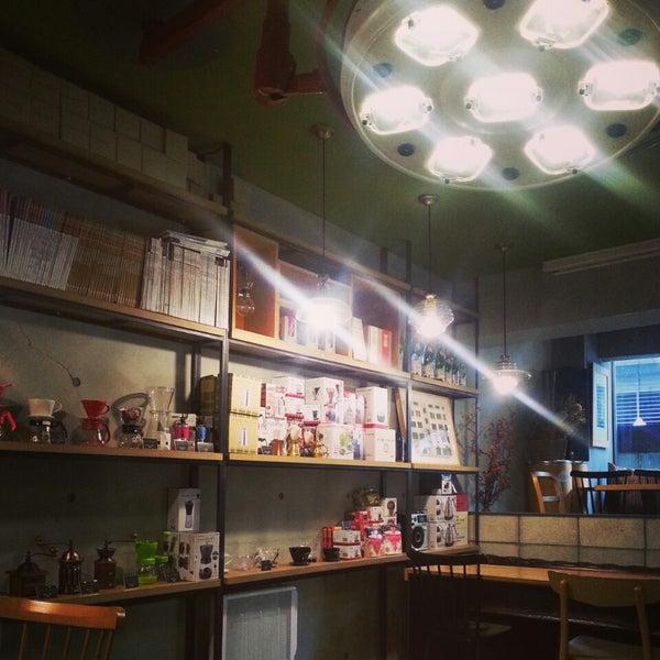 3/9/2014에 Sienna J.님이 Experimental Coffee Bar by SAANG에서 찍은 사진